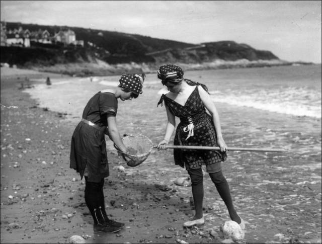 what_a_day_on_the_beach_looked_like_100_years_ago_640_07