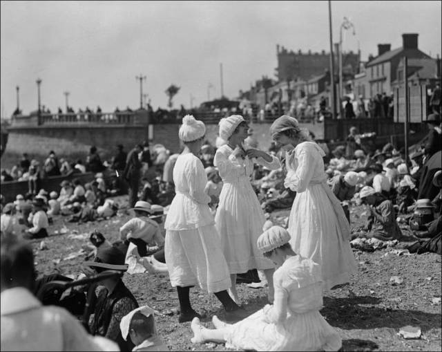what_a_day_on_the_beach_looked_like_100_years_ago_640_08