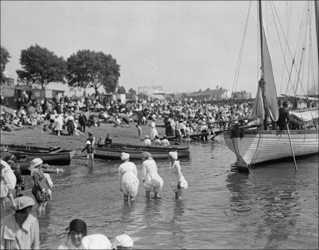 what_a_day_on_the_beach_looked_like_100_years_ago_640_09