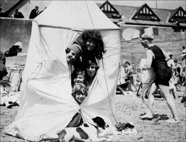 what_a_day_on_the_beach_looked_like_100_years_ago_640_11