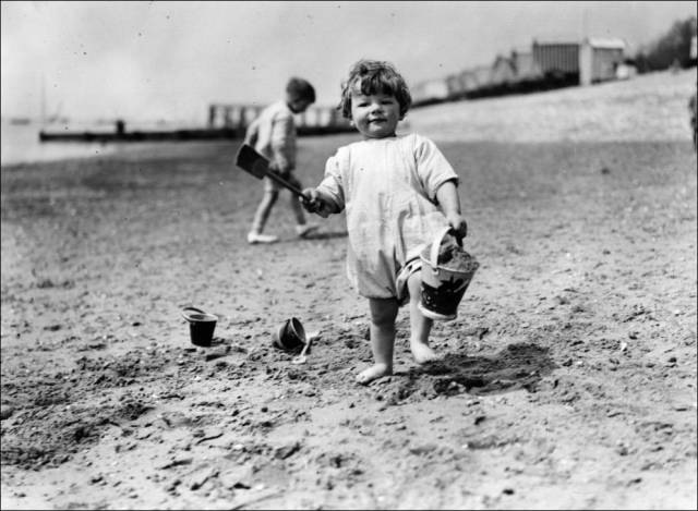 what_a_day_on_the_beach_looked_like_100_years_ago_640_13