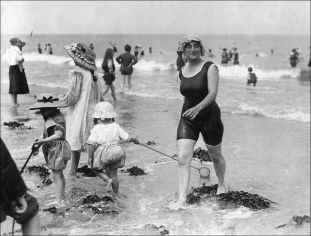 what_a_day_on_the_beach_looked_like_100_years_ago_640_14