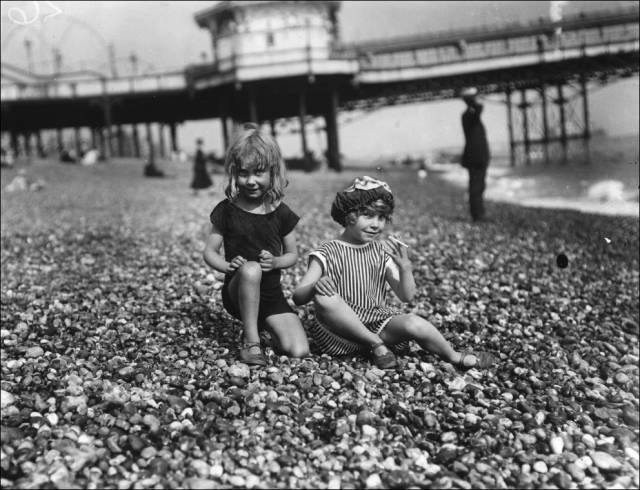 what_a_day_on_the_beach_looked_like_100_years_ago_640_17