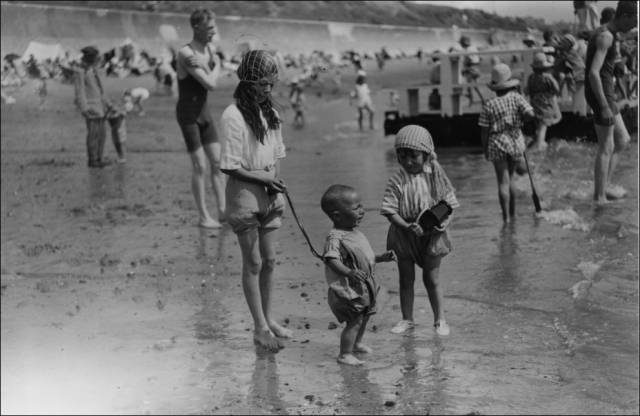 what_a_day_on_the_beach_looked_like_100_years_ago_640_18