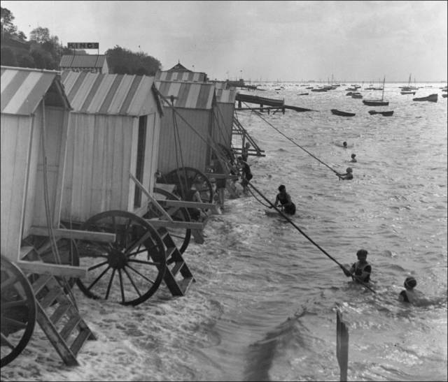 what_a_day_on_the_beach_looked_like_100_years_ago_640_21