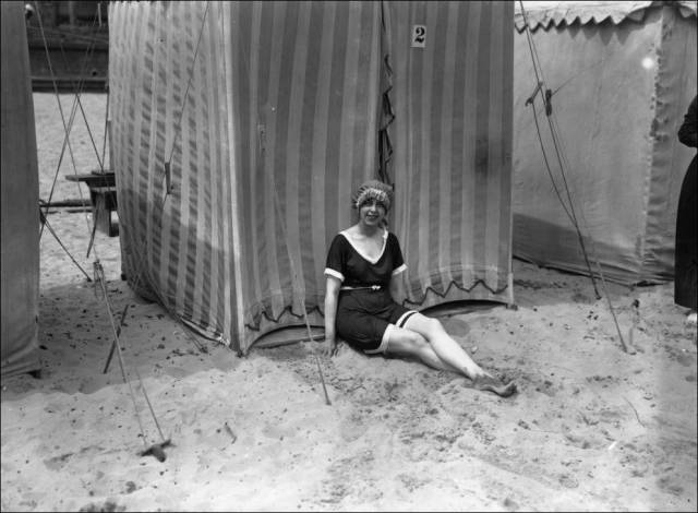 what_a_day_on_the_beach_looked_like_100_years_ago_640_23
