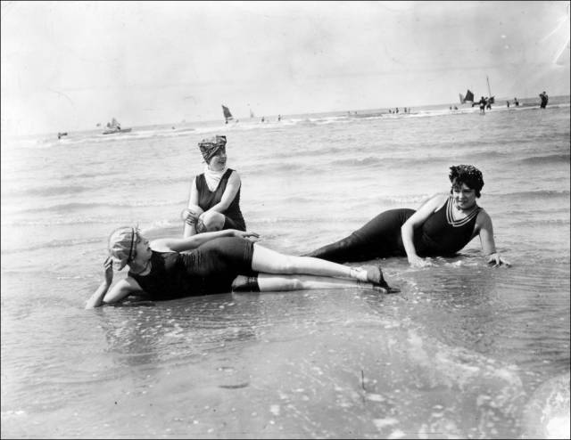 what_a_day_on_the_beach_looked_like_100_years_ago_640_26