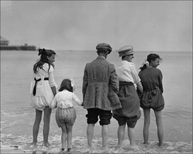 what_a_day_on_the_beach_looked_like_100_years_ago_640_27