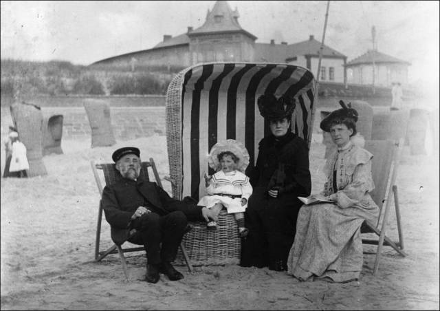 what_a_day_on_the_beach_looked_like_100_years_ago_640_28