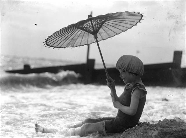 what_a_day_on_the_beach_looked_like_100_years_ago_640_30