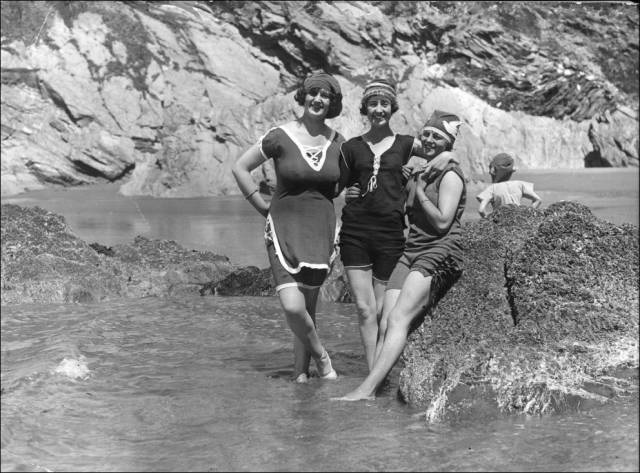 what_a_day_on_the_beach_looked_like_100_years_ago_640_31