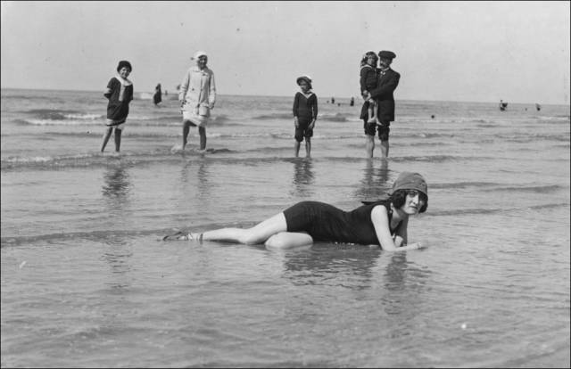 what_a_day_on_the_beach_looked_like_100_years_ago_640_32