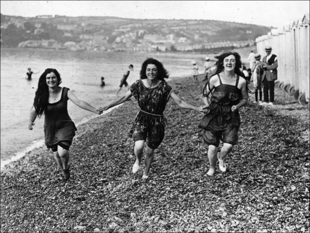 what_a_day_on_the_beach_looked_like_100_years_ago_640_33