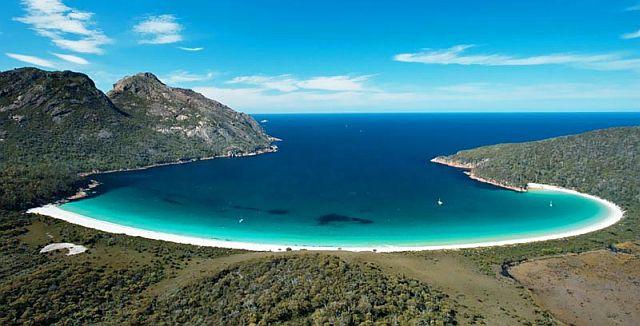 wine-glass-bay-on-tour-in-tasmania