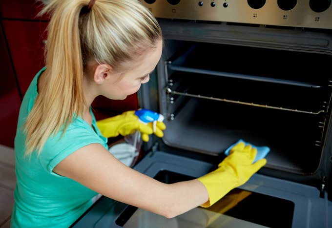 Cómo-limpiar-el-horno-de-manera-natural