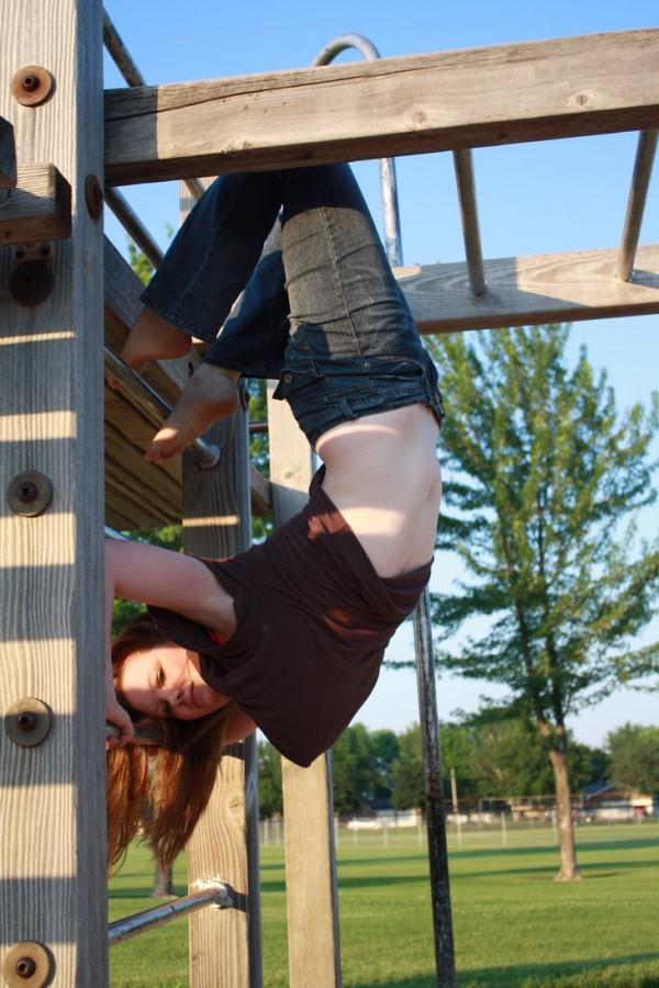 mujer-posando-parque-600x900