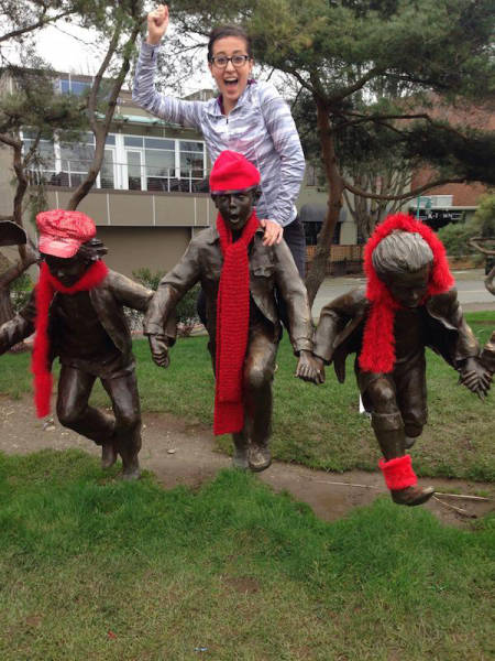 people_getting_a_little_silly_with_statues_640_06