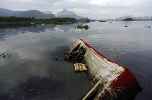 the_sad_sight_of_polluted_beaches_in_rio_de_janeiro_640_02