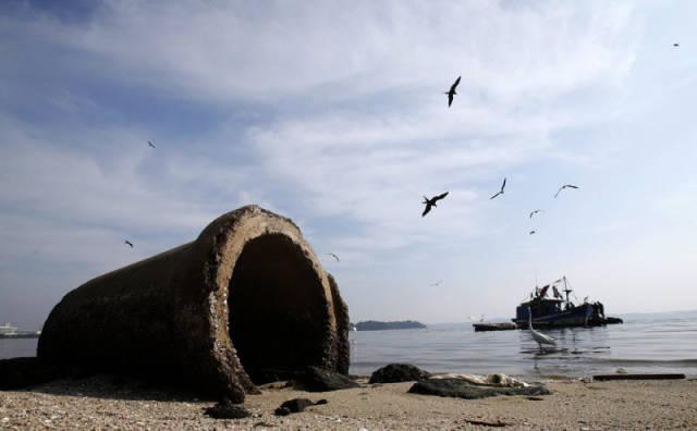 the_sad_sight_of_polluted_beaches_in_rio_de_janeiro_640_09
