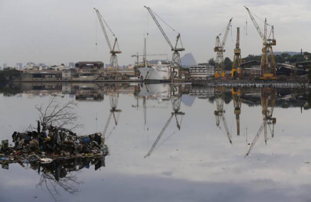 the_sad_sight_of_polluted_beaches_in_rio_de_janeiro_640_10