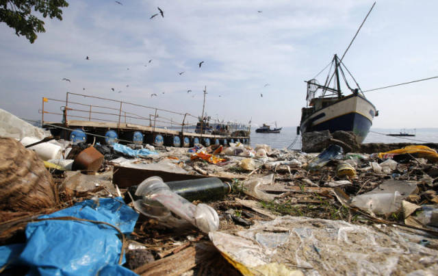 the_sad_sight_of_polluted_beaches_in_rio_de_janeiro_640_18