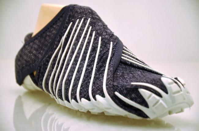 506205-R3L8T8D-650-995010-R3L8T8D-650-japanese-inspired-wrap-around-shoes-furoshiki-vibram-3