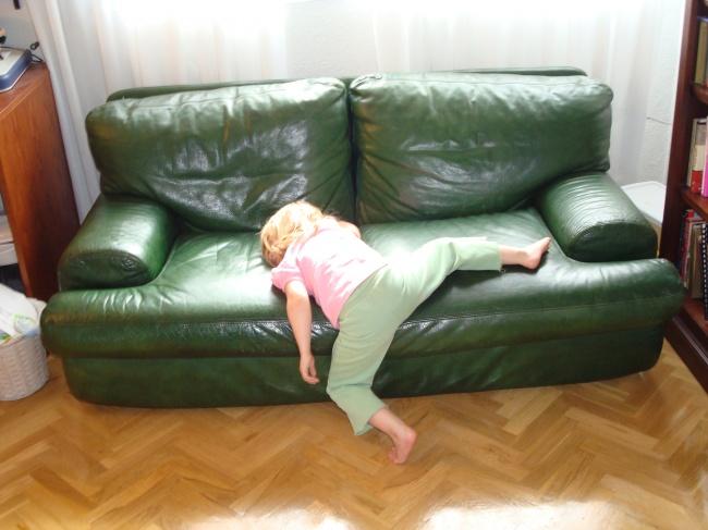 541005-R3L8T8D-650-dramatic-sleep