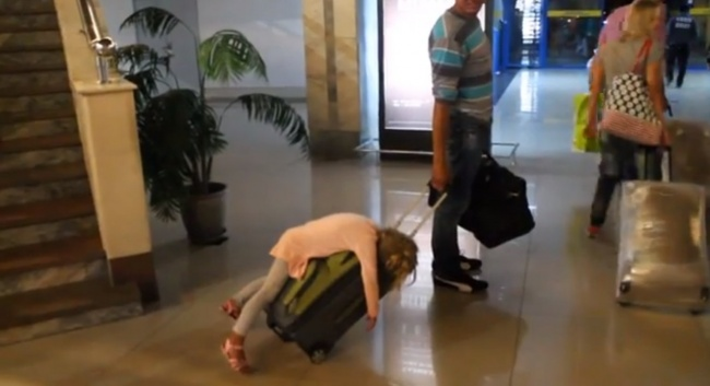 541155-R3L8T8D-650-o-TIRED-GIRL-AIRPORT-SUITCASE-facebook