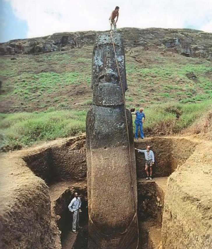 Easter-Island-Moai-have-Bodies-21