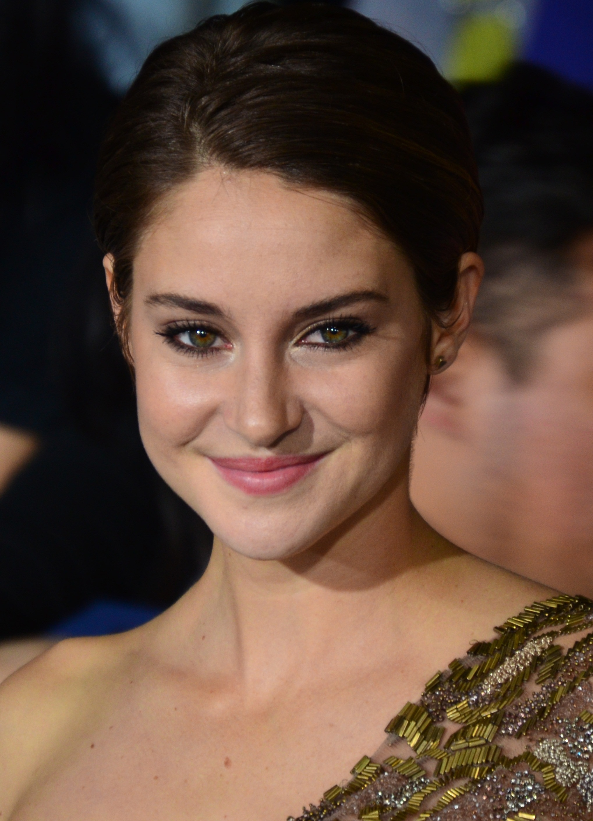 Shailene_Woodley_March_18,_2014_(cropped)