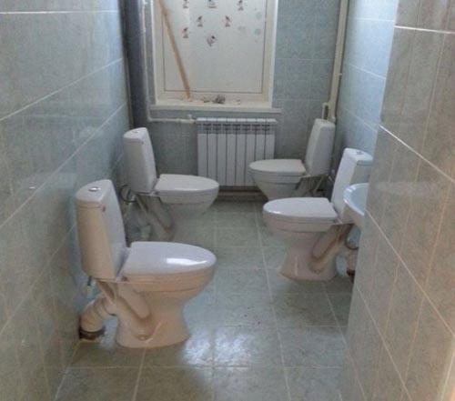 awkward-bathroom-4-toilets