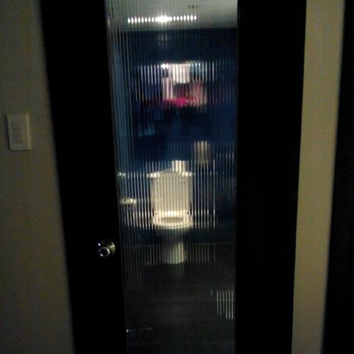 awkward-bathroom-glass-door-1