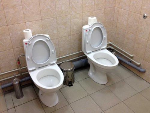 awkward-bathroom-olympics