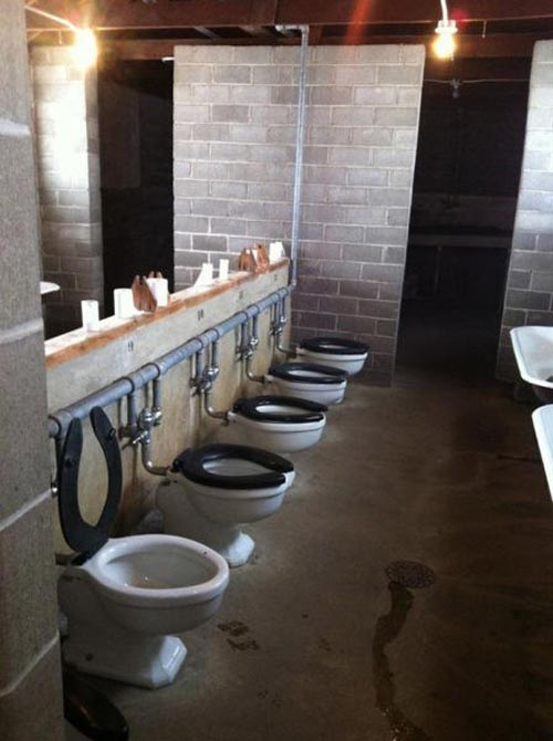 awkward-bathroom-toilet-row