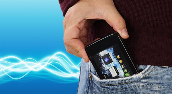 celular-en-los-pantalones