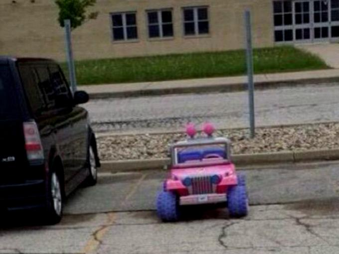 chica-texas-conduce-jeep-barbie-1