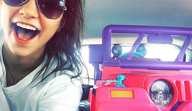 chica-universidad-jeep-barbie-4