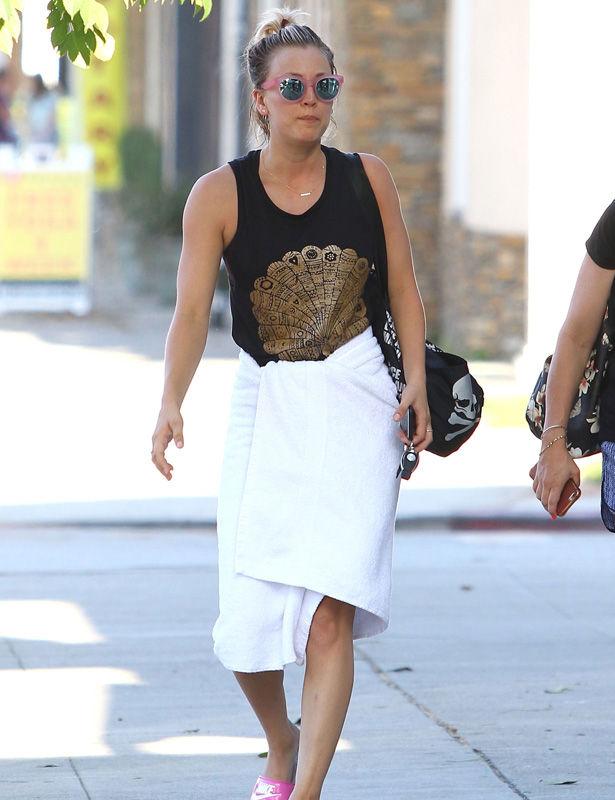 los-peores-9-looks-de-famosos-del-mes-de-agosto-nunca-intentes-vestirte-asi-09