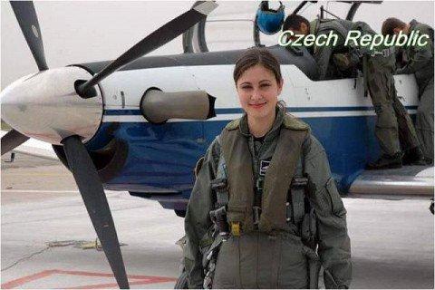 mujer-soldado-rep-txeca