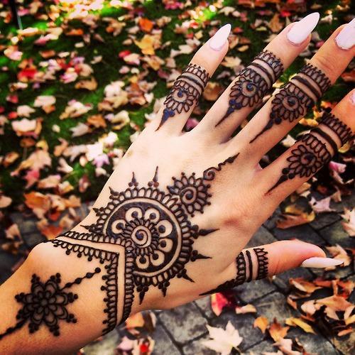 Tatuajes de mandalas temporales o permanentes for Henna para manos