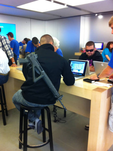 the_craziest_things_that_have_ever_happened_in_the_apple_store_640_09