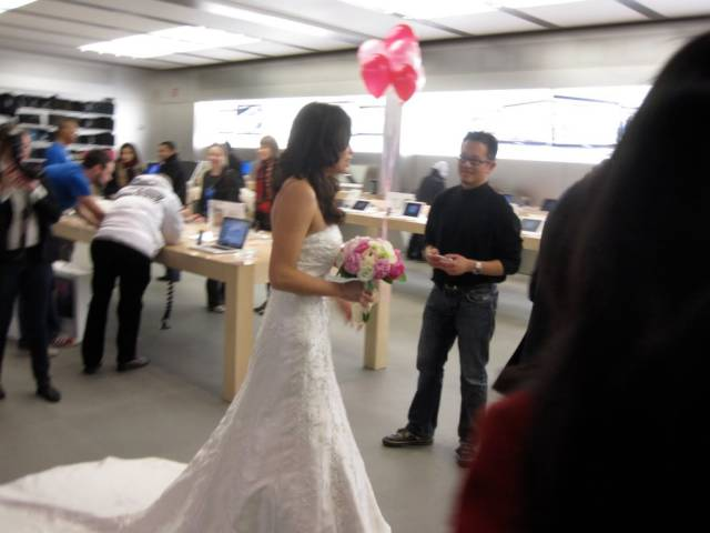 the_craziest_things_that_have_ever_happened_in_the_apple_store_640_11