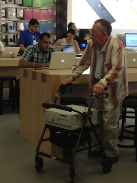 the_craziest_things_that_have_ever_happened_in_the_apple_store_640_14