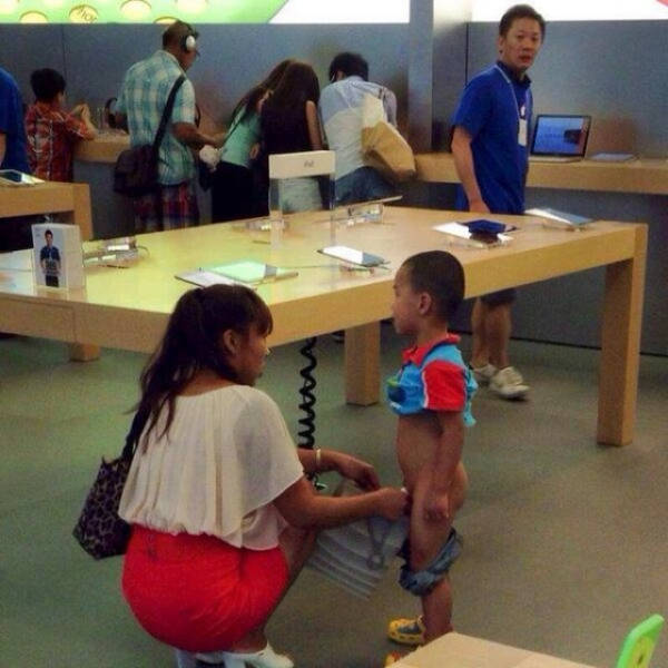 the_craziest_things_that_have_ever_happened_in_the_apple_store_640_19