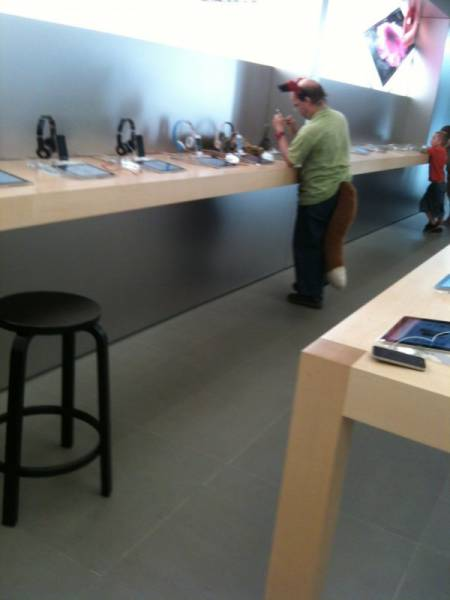 the_craziest_things_that_have_ever_happened_in_the_apple_store_640_21