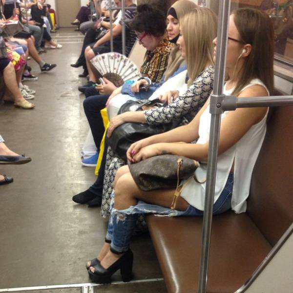 the_moscow_metro_is_a_world_of_its_own_640_07