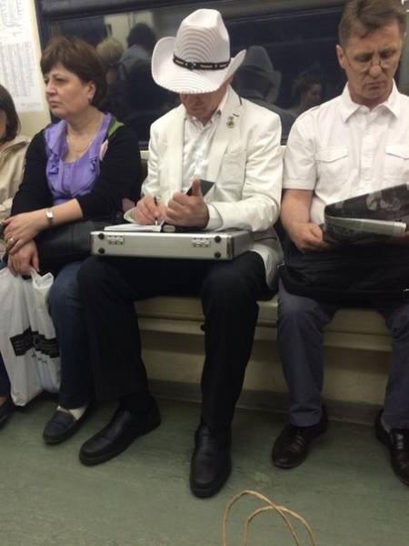 the_moscow_metro_is_a_world_of_its_own_640_36