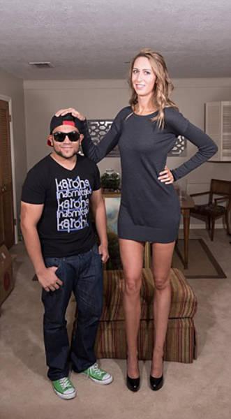 this_leggy_model_has_legs_that_go_on_for_days_640_03