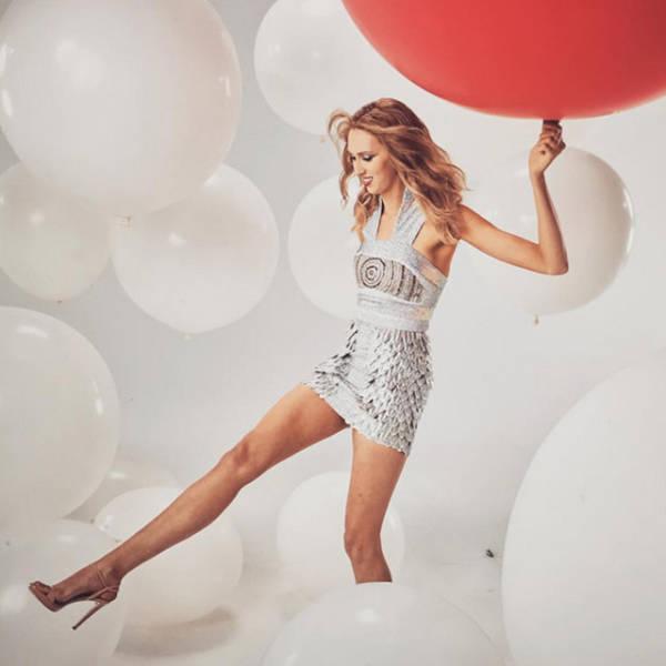 this_leggy_model_has_legs_that_go_on_for_days_640_06