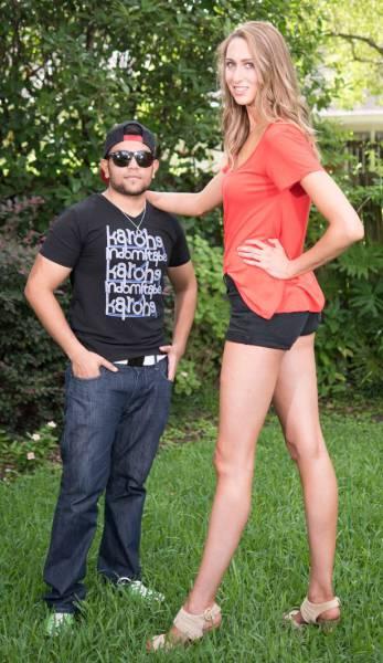 this_leggy_model_has_legs_that_go_on_for_days_640_16